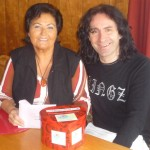 Rosmarie Wran übergibt Joe Fritsche Geld für Jean Michel (Large)